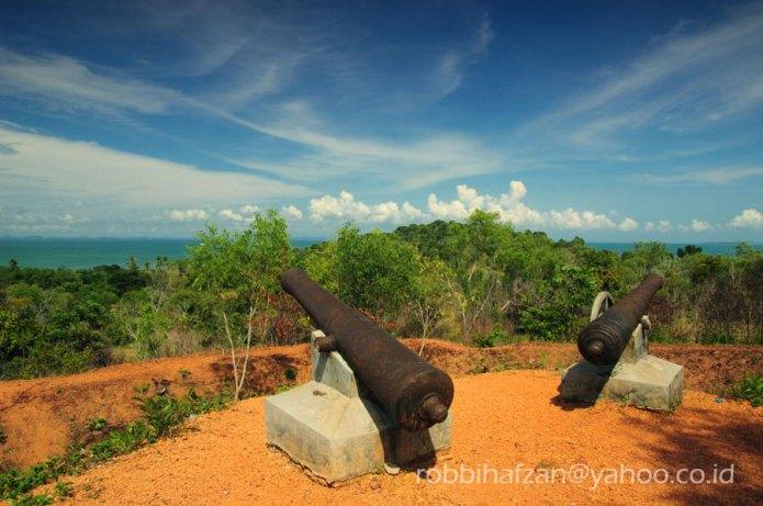 Benteng pertahanan di bukit kursi, Pulau Penyengat